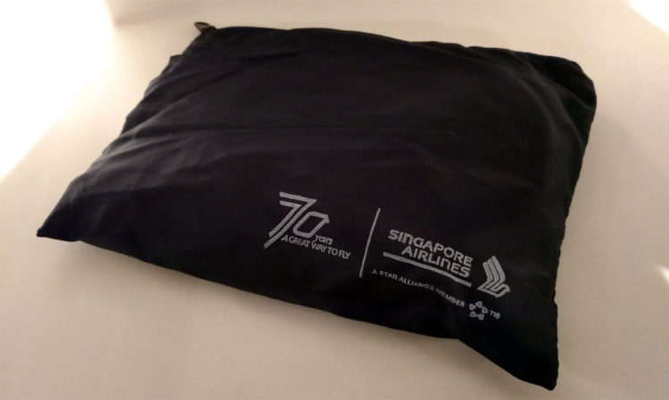 singapore airlines economy amenity kit