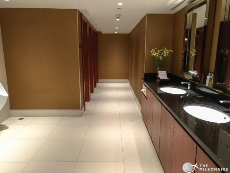 bkk lounge toilet