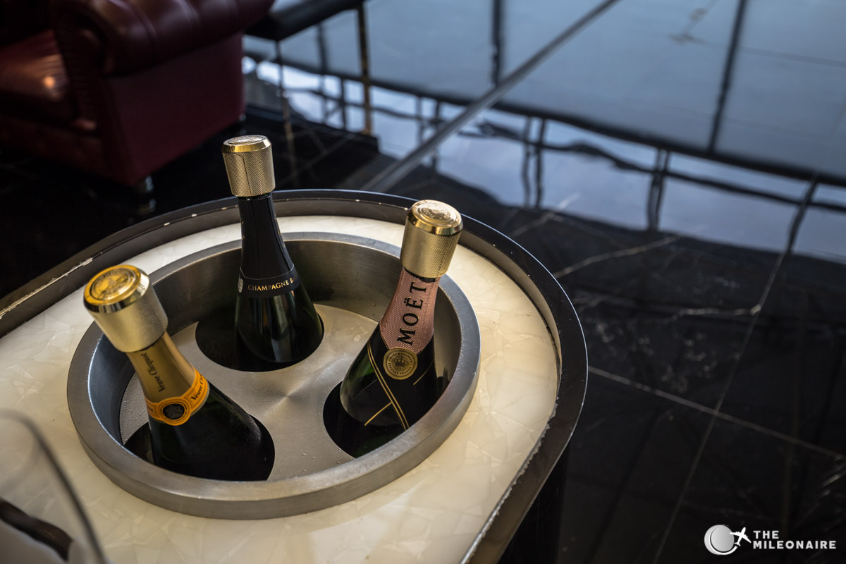 champagne moet the wing lounge