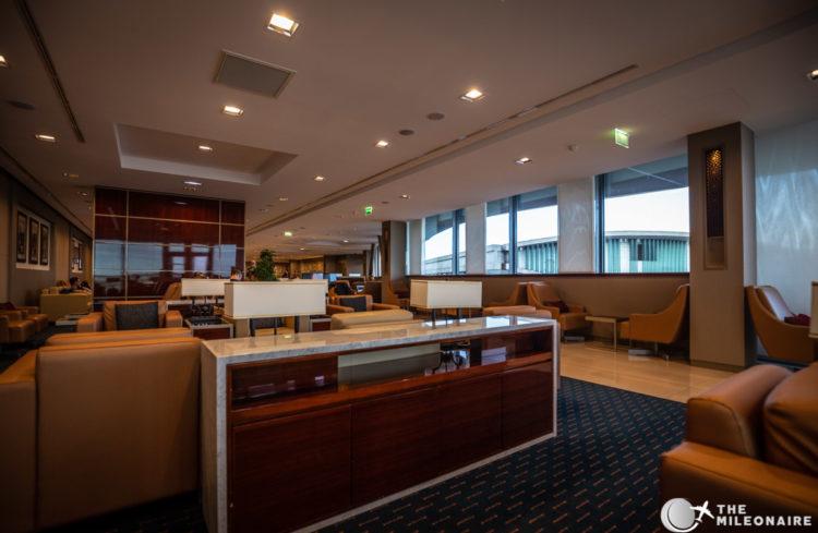 emirates lounge paris