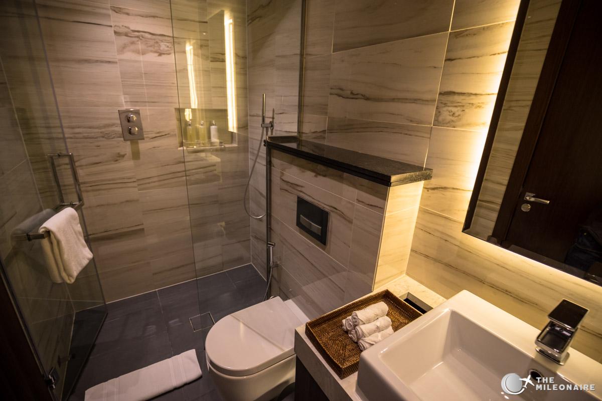 etihad first class lounge shower