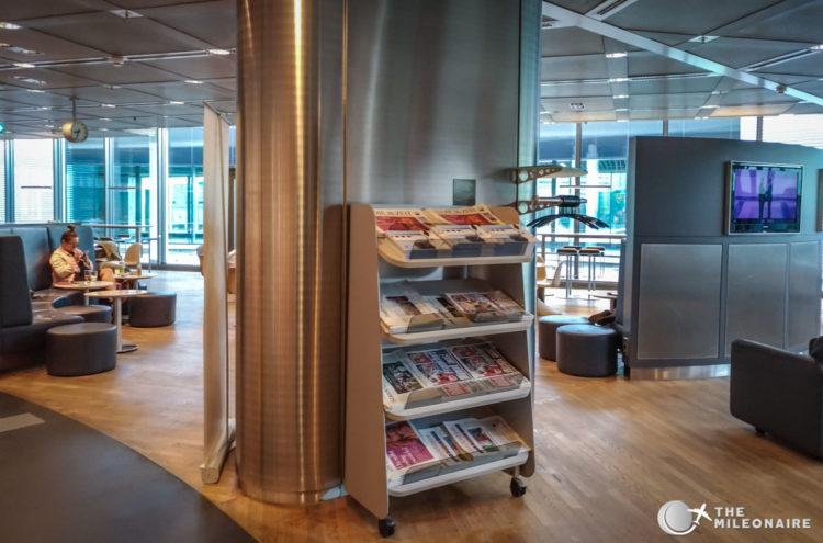 lh lounge frankfurt newspapers