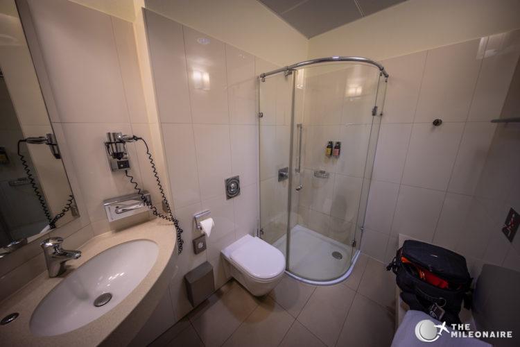 lufthansa business lounge frankfurt dusche
