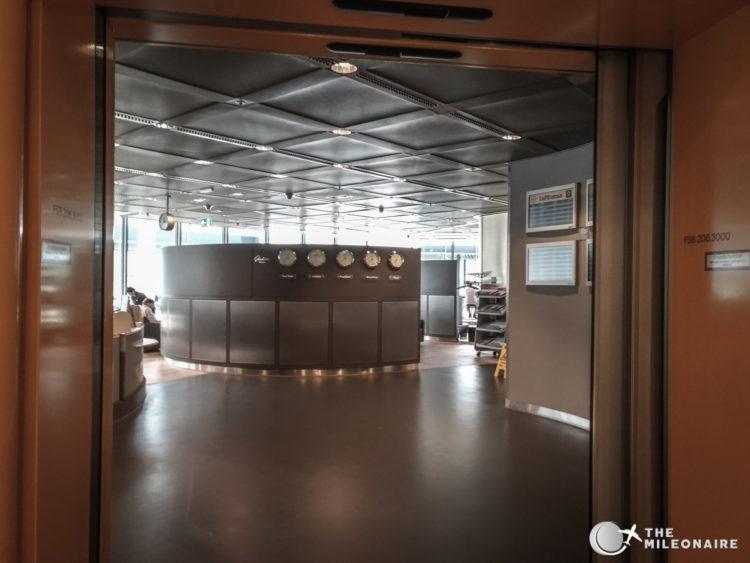 lufthansa business lounge frankfurt entrance