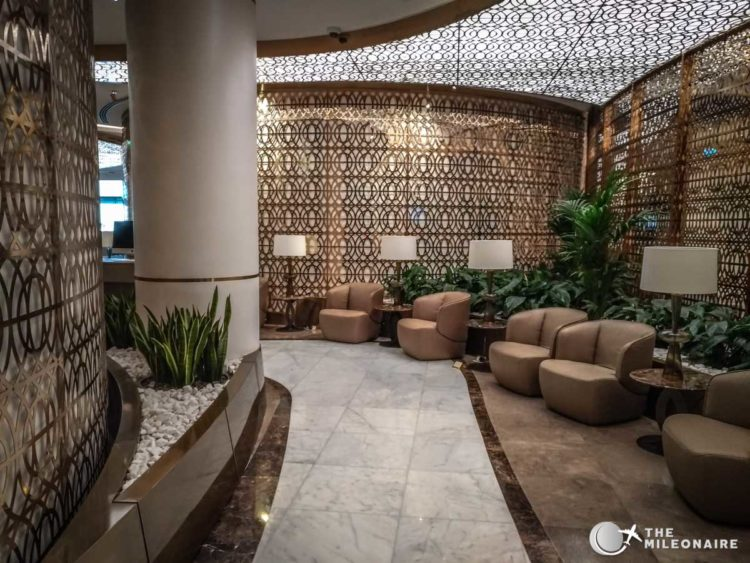 oman air lounge mct