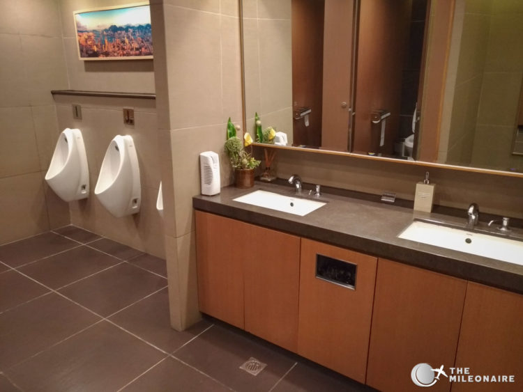 toilets hong kong lounge