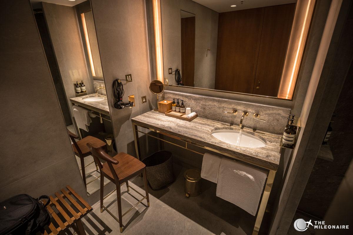 showers lounge hong kong